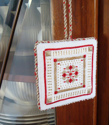 TW Whitework Intermediate Ornament