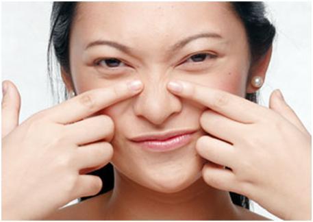 Las cicatrices después de los granos de la máscara para la persona