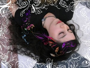 [Sleeping_beauty_has_dark_hair_by_pequenar1u.jpg]