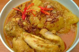Thai Cuisine: Thai Yellow Curry Chicken (Kaeng Kari Kai)