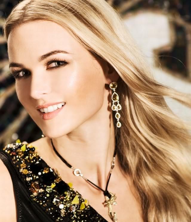 Hollywood Babes: Ana Amenova
