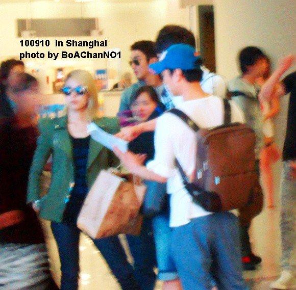 [Pics] BoA en el aeropuerto de Shanghai 47384_158139467536696_100000219325397_525271_4213822_n