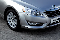2011 Kia Cadenza (base price $26,195) front light view