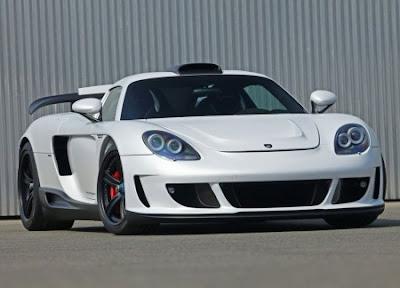 2010 Porsche Carrera GT with an engine V10.