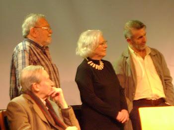 Alezzo, Miguel Moyano, Angela Ragno y Norberto Díaz escuchando a Luisa