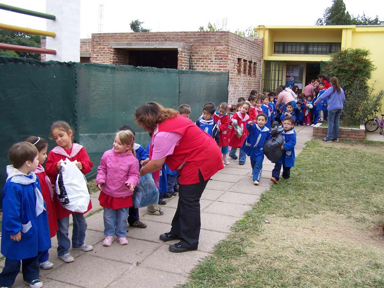 2010 04 25 semanario primer d a for Azul naranja jardin de infantes