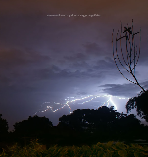 gambar kilat petir di kampung Teluk Pasu