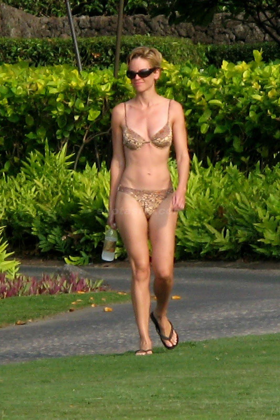 http://3.bp.blogspot.com/_3G4dg-GWVKI/TJNM3SeYGhI/AAAAAAAAH_w/xyDj_mquuQE/s1600/11152_hilary-swank-bikini-1-06_123_341lo.jpg
