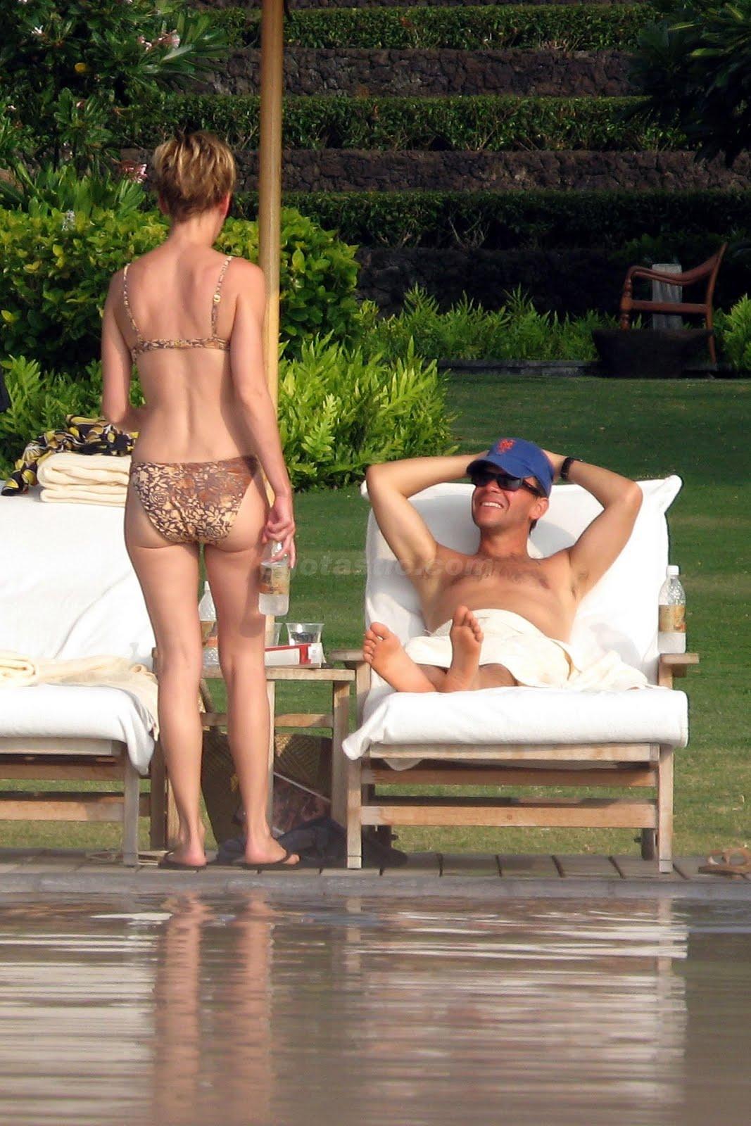 http://3.bp.blogspot.com/_3G4dg-GWVKI/TJNOaOuB4MI/AAAAAAAAIA4/Ahxkr2QgJQI/s1600/12146_hilary-swank-bikini-1-11_123_829lo.jpg