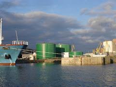 Une vue de port de commerce de Brest