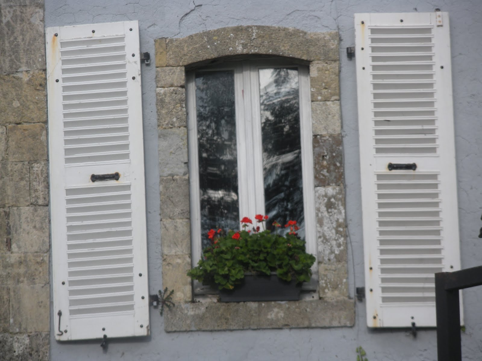 Charlotte 39 s brocante le petite chateau brueil for Country shutters exterior