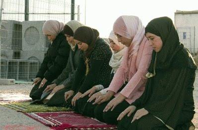 mujeres con pañuelo