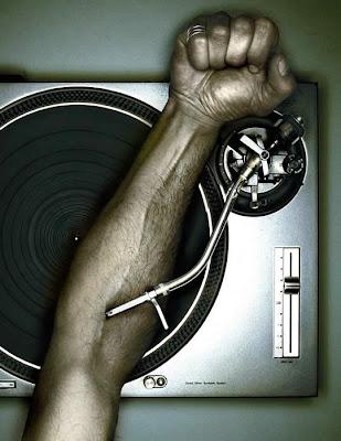 http://3.bp.blogspot.com/_3M54-gUHQdM/SRH54yw4xsI/AAAAAAAAAlI/uMJHOFP1USc/s400/musica+na+v%C3%A9ia.jpg