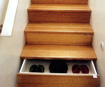 http://3.bp.blogspot.com/_3MH8UjUHOLc/SVqrUyXLCkI/AAAAAAAADhs/71zEcxJBkqM/s400/drawer-under-the-stairs.jpg
