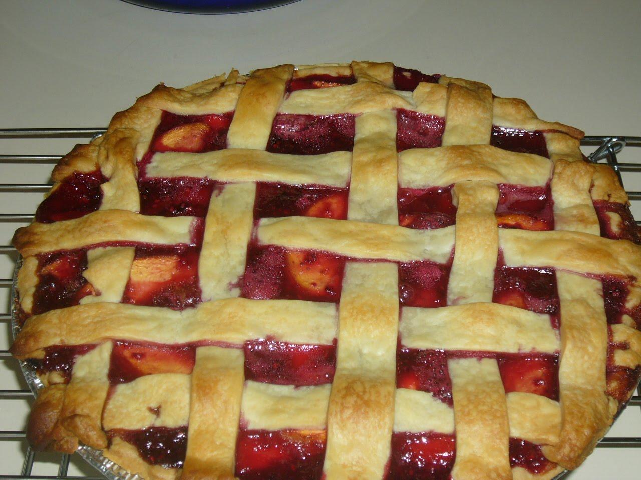 round here at chez hates: Lattice Top Peach Raspberry Pie