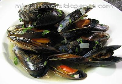 Julia Graf: Recipe: Thai Mussels with Lemongrass, Basil and Kaffir ...