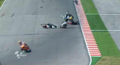 San Marino GP, dies Tomizawa Moto2 after frightening accident video