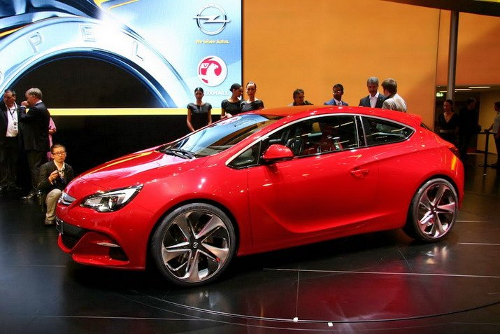 Opel Astra GTC Paris First Live pics and first live video Paris Motor Show 2010