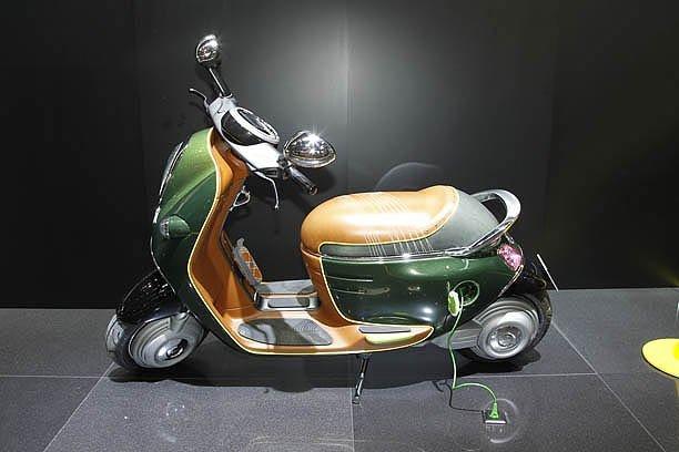 Mini has shown an electric scooter in paris 2010 live for Garage mini paris