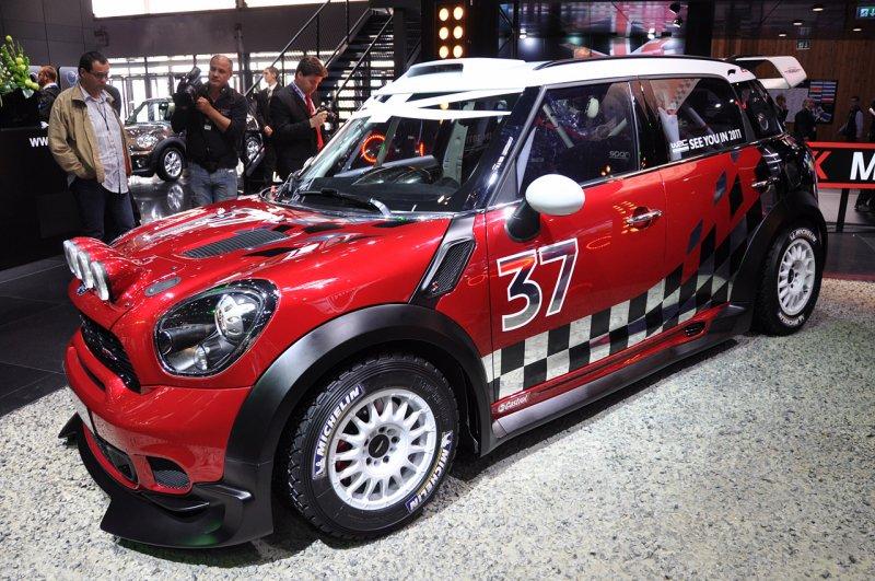 Mini demonstrated a rally mini countryman wrc live paris for Garage mini paris