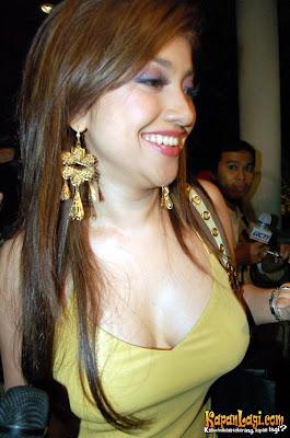 Sarah Azhari on Sarah Azhari  Album I    Top Blogger Post