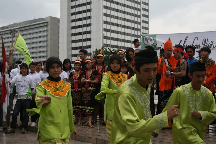 Agenda Aksi Promosi Pariwisata Kalbar KPMKB Jakarta Di Bundaran HI Jakarta