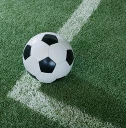 Las reglas del futbol regla 9 bal n en juego o fuera for Regla fuera de juego futbol