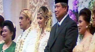 Presiden SBY di Pernikahan Nia & Ardi