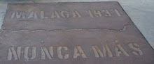 Placa del parque de la Memoria en Torre del Mar homenaje a la población de la carretera Málaga-Alme