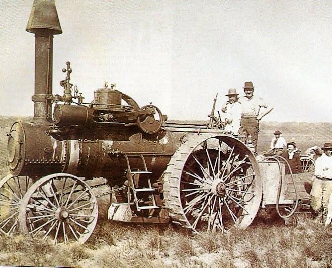 Primera máquina para arar, sembrar y rastrear