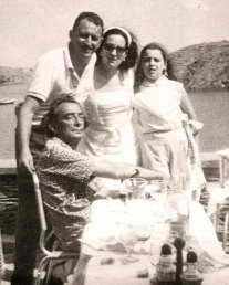 Salvador Dali with the Albaretto family