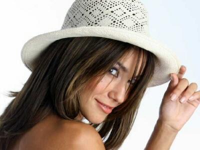Tilsa Lozano con sombrero