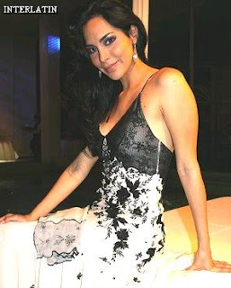 Claudia Hernández posando para sus fans