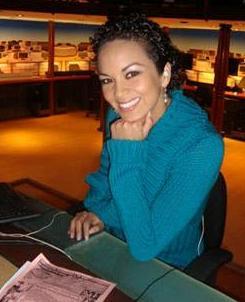 Adriana Zubiate posando para las cámaras