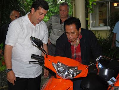 Dave Dewbre, CEO of Digital Web Group, Inc., showing Chavit Singson the many easy to use features of this extremely eco friendly motor scooter