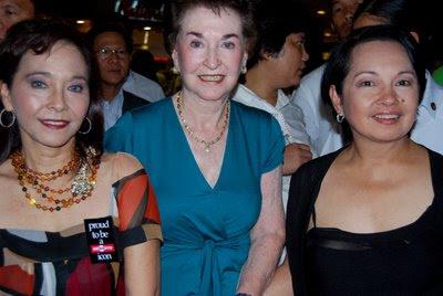 Diana Limjoco, Helen Limjoco with President Gloria Macapagal Arroyo.