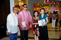 Col. Ramon A Limjoco, Dave Dewbre, Diana and Helen Limjoco, at Gonegosyo-55 Inspiring Stories of Women Entrepreneurs book launch Feb 26, 2009.