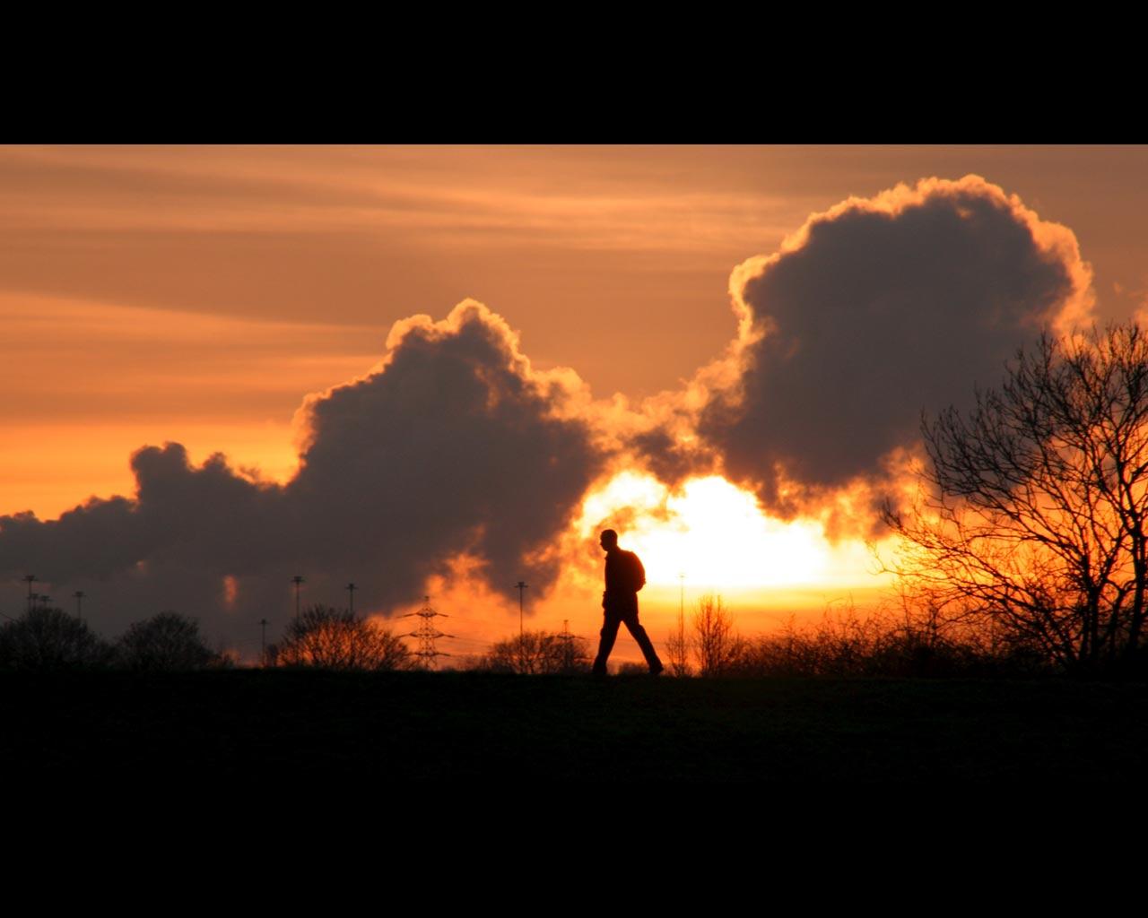 رجل من قلب الشمس Sunset-Walk.jpg