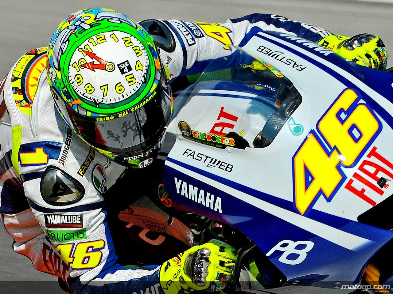 Sobat46: Motif Helm Rossi Musim 2010