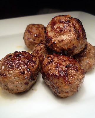 Köttbullar med dijonsenap,rostad lök och kalvfond