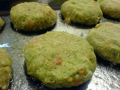 Grönsaksbiffar med broccoli morötter potatis och fetaost