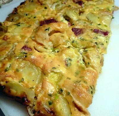 Ugnsbakad tortillia med chevre, chorizo och lök