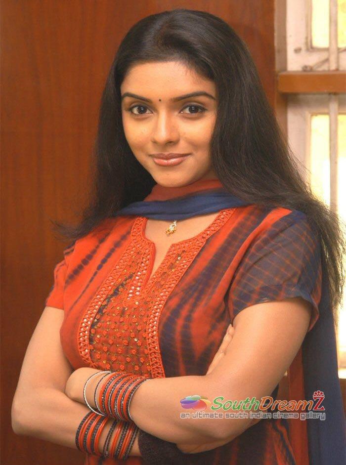 Actress Asin Good Looking Photos