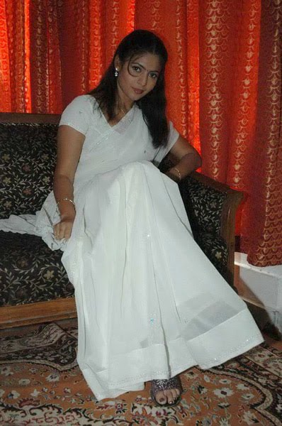 saira looking cool in white saree latest photos