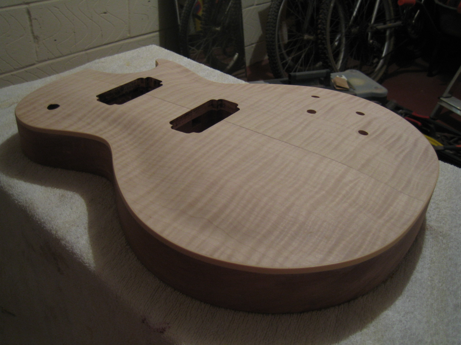 how to add binding to a guitar body