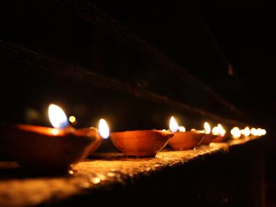 Diwali Wallpapers: Row of Diwali Diyas Wallpapers, Row of Deepavali