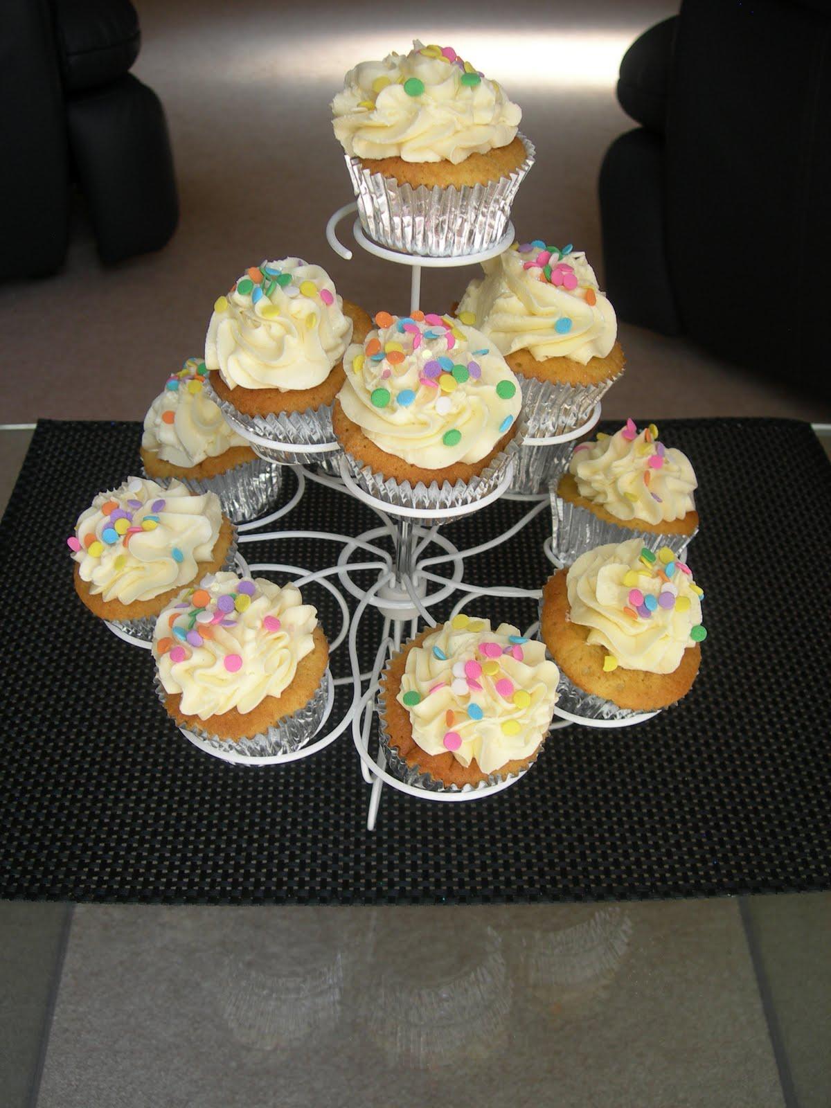 Custom Cake Designs Uk : Custom Cake Design: Camilla s cupcakes