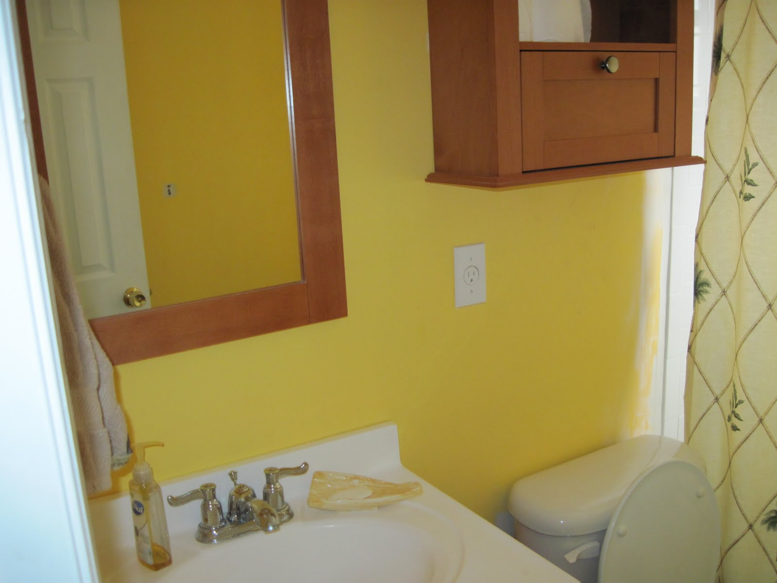 100 yellow bathroom 25 best modern bathroom shower for Bright yellow bathroom ideas
