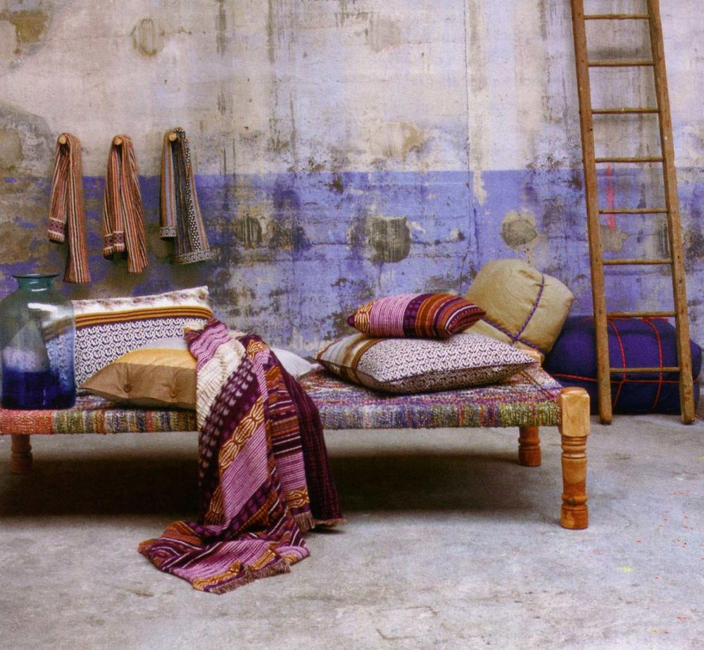 Daybed inspirations bohemian decoration indian interiors for Bohemian style daybed