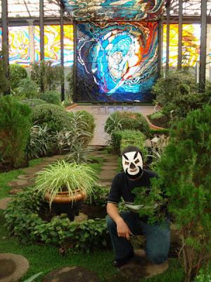 Monse or bizarro monse or bizarro en los cosmo vitrales for Putas ciudad jardin